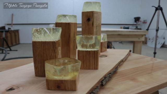 Krztałt żywicy jest przekręcony względem drewna