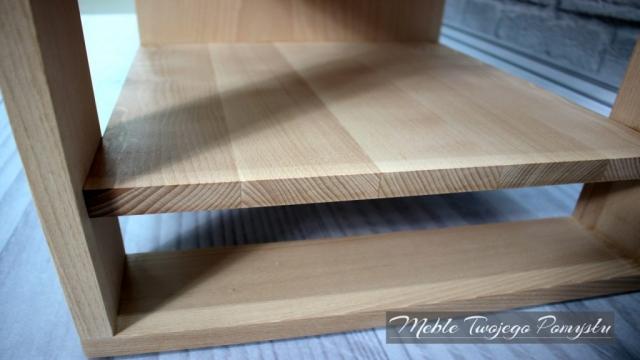 Półka zrobiona z klejonki bukowej