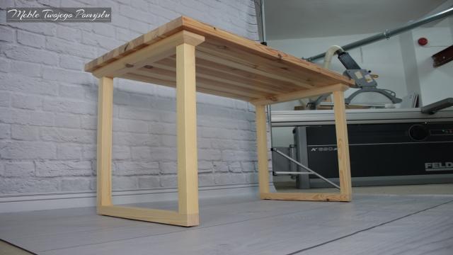 Renowacja stolika kawowego na tle wyrówniarko piła formatowa Felder K690S