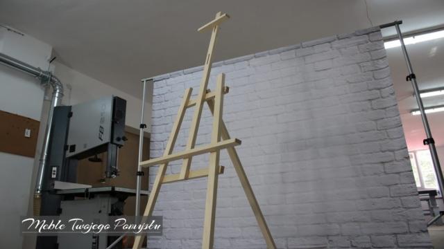Sztaluga studyjna na tle ściany Piła taśmowa Felder FB610