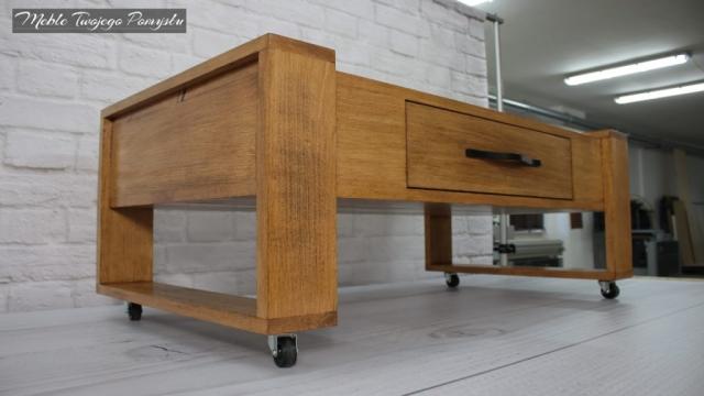stolik z szufladą na kółkach