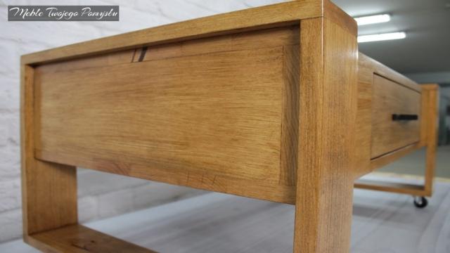 Skrzynia stolika połączona z ramą i nogami