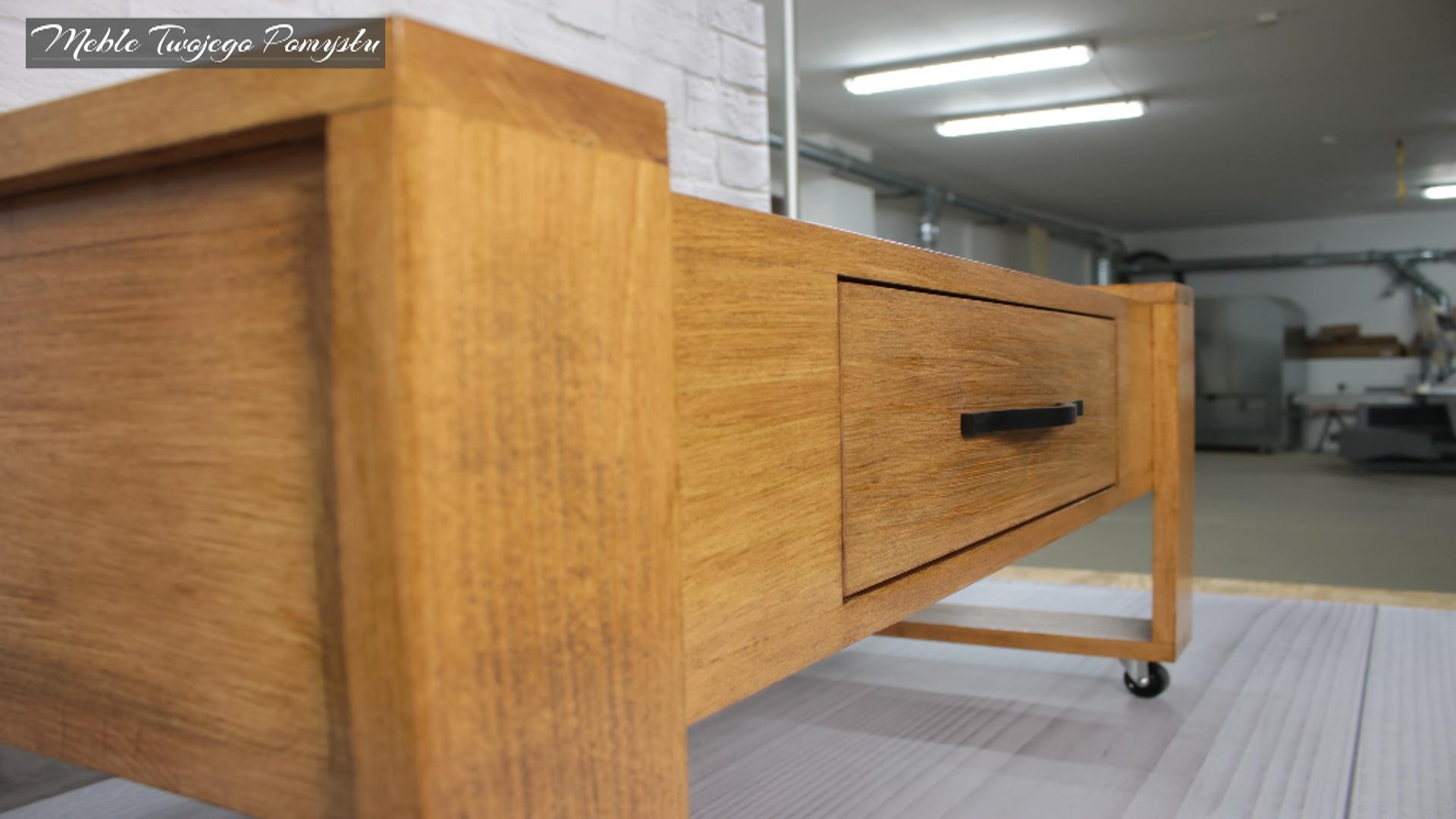Front stolika