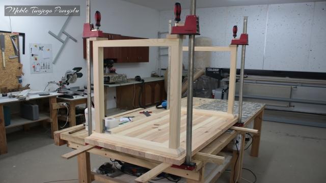 Renowacja starego stolika kawowego szlifierka długotaśmowa Felder FS722 ściski stolarskie