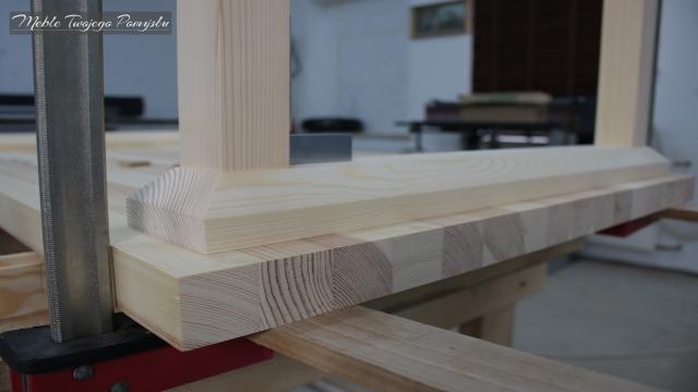 Renowacja starego stolika kawowego szlifierka taśmowa Felder FS722 ściski stolarskie