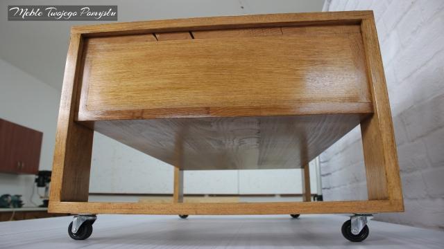 Stolik kawowy na kółkach meblowych