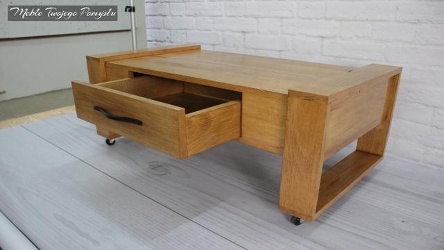 Wysunięta szuflada ze stolika