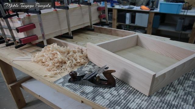 Front szuflady zmniejszany tradycyjnie strugiem
