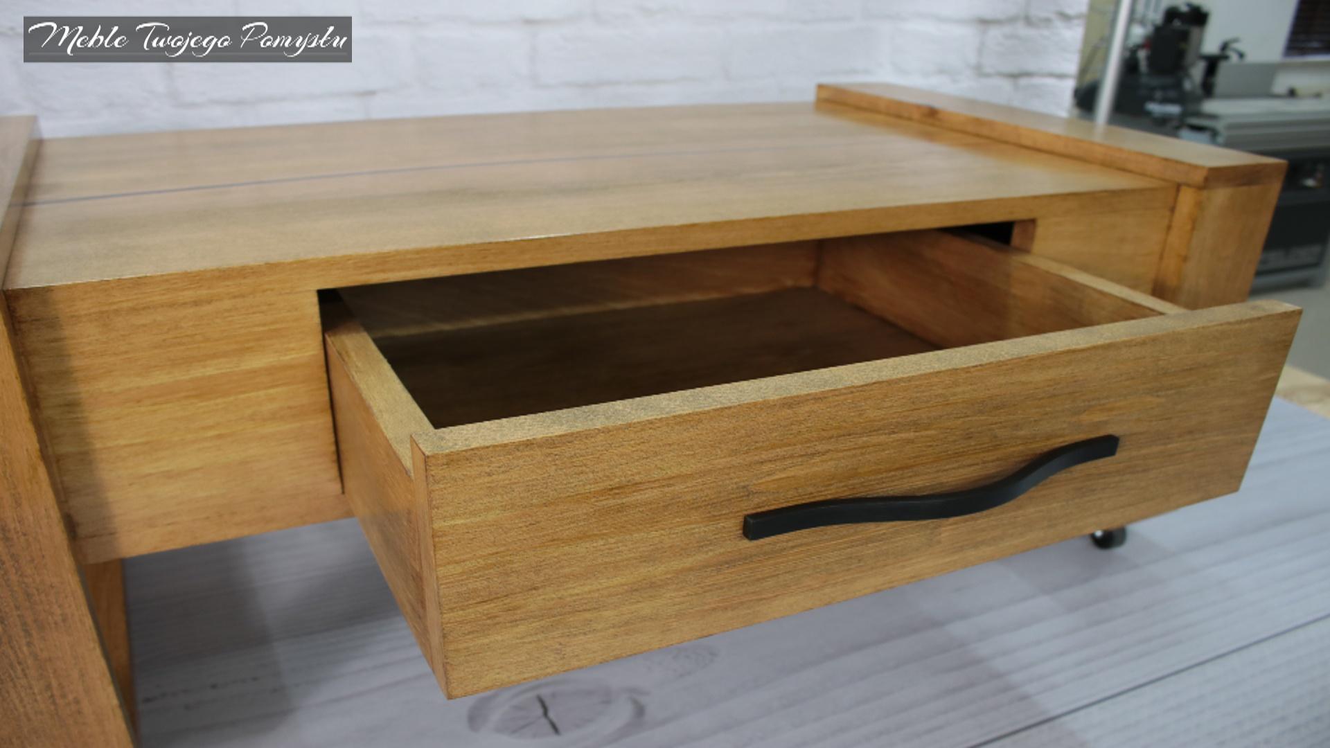 Szuflada w całości zrobiona z drewna bukowego