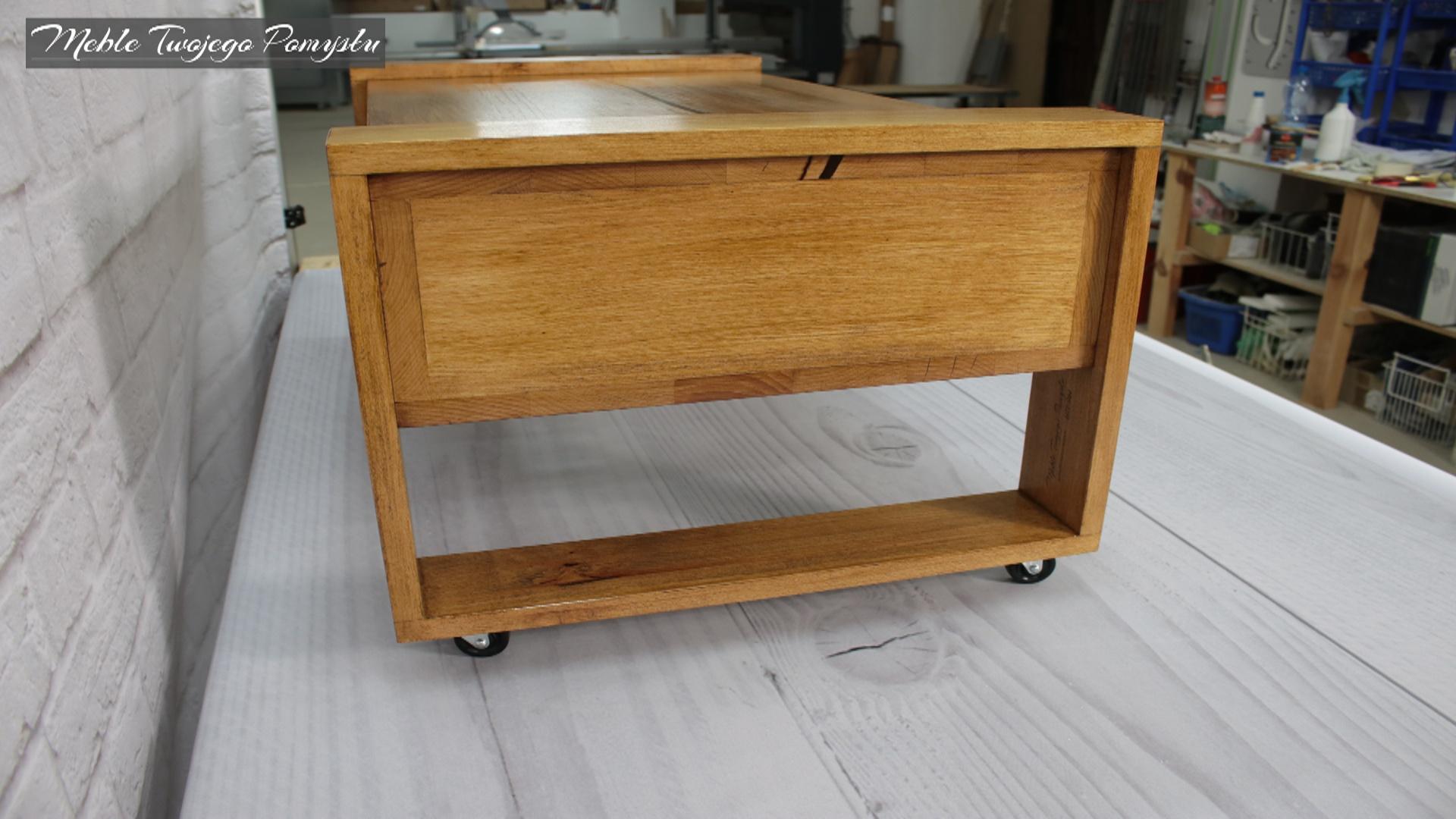 Stolik kawowy zabezpieczony lakierobejcą